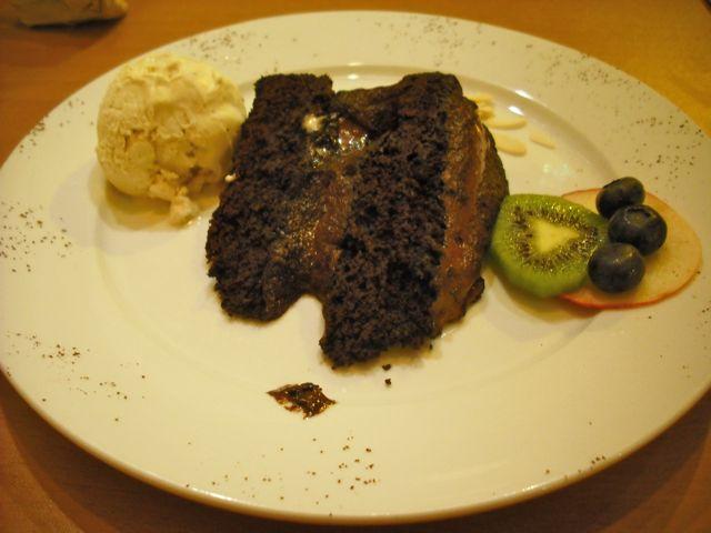 http://fatgayvegan.com/wp-content/uploads/2011/03/222-cake.jpg