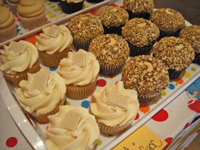 http://fatgayvegan.com/wp-content/uploads/2011/03/cakes-1.jpg