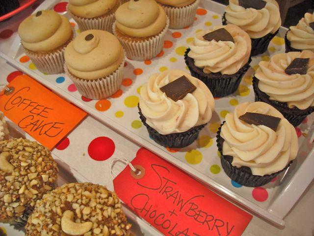 http://fatgayvegan.com/wp-content/uploads/2011/03/cakes-2.jpg
