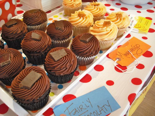 http://fatgayvegan.com/wp-content/uploads/2011/03/cakes-3.jpg