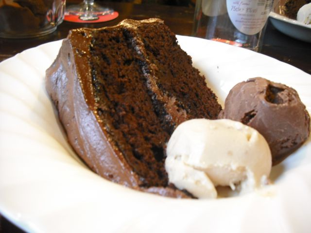 http://fatgayvegan.com/wp-content/uploads/2011/06/cake.jpg