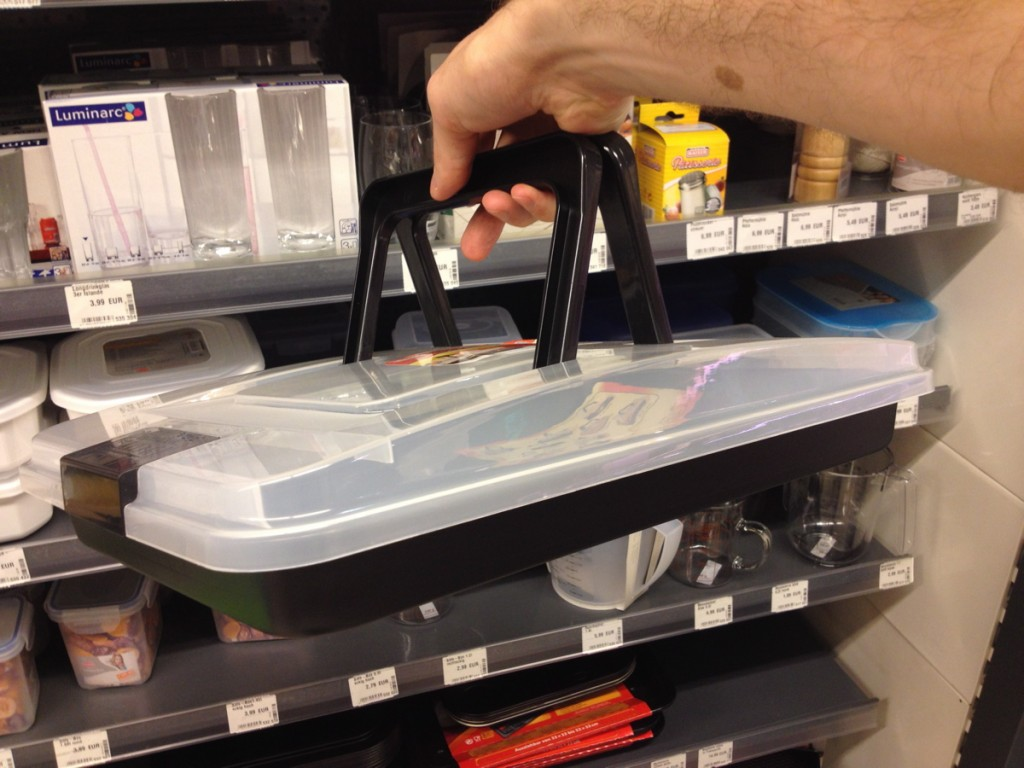 Oven tray with attachable lid - bet you want one for potluck
