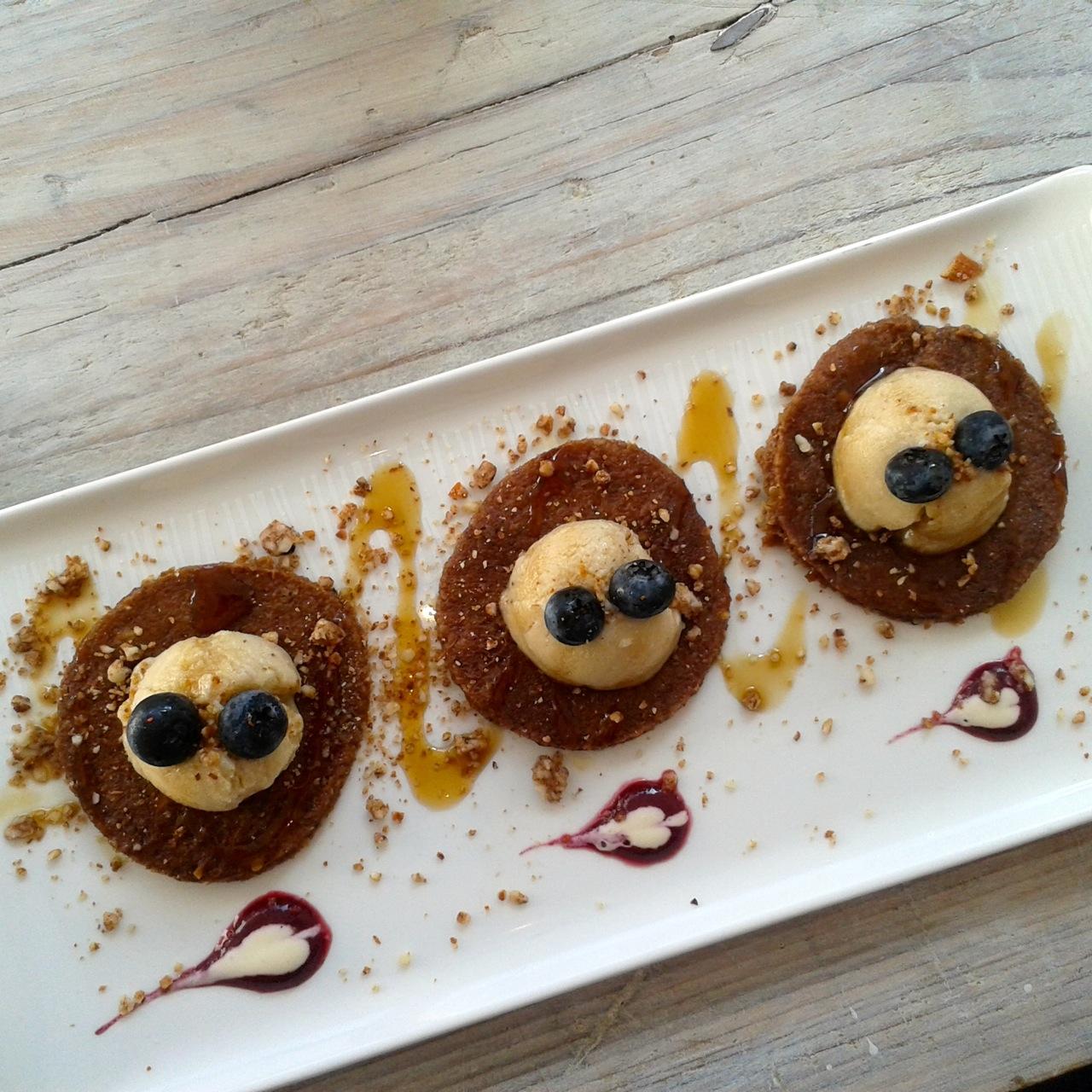 http://fatgayvegan.com/wp-content/uploads/2014/09/pancakes.jpg