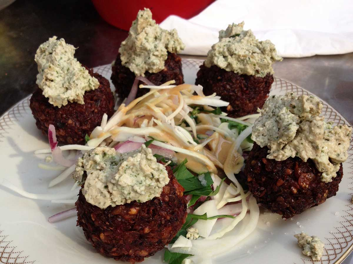 http://fatgayvegan.com/wp-content/uploads/2015/06/Croquetas-tapas-at-Alaska-Bar-Berlin.jpg