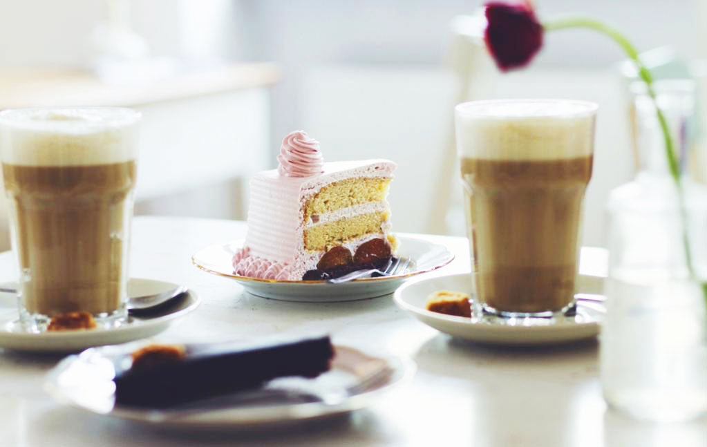 http://fatgayvegan.com/wp-content/uploads/2015/08/Cafe-Vux-Berlin-Coffee-and-cake.jpg