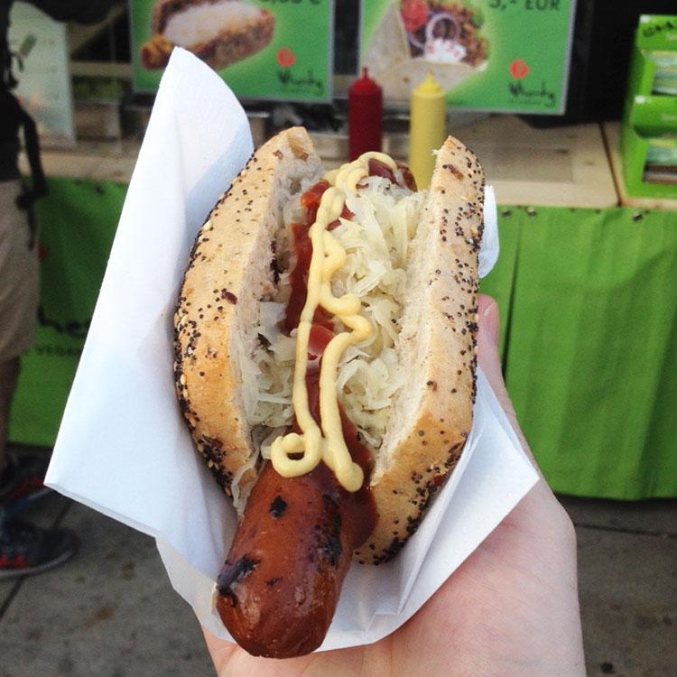 http://fatgayvegan.com/wp-content/uploads/2015/09/Hot-dog-from-Wheaty-at-Berlin-Vegan-Sommerfest.jpg