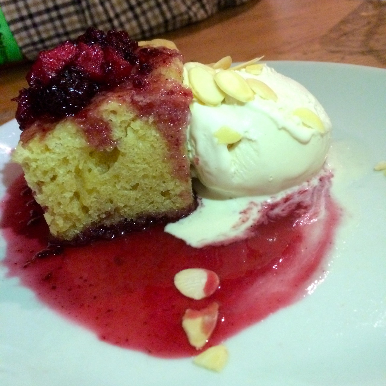 http://fatgayvegan.com/wp-content/uploads/2015/12/Bakewell-cake-with-vegan-ice-cream.jpg