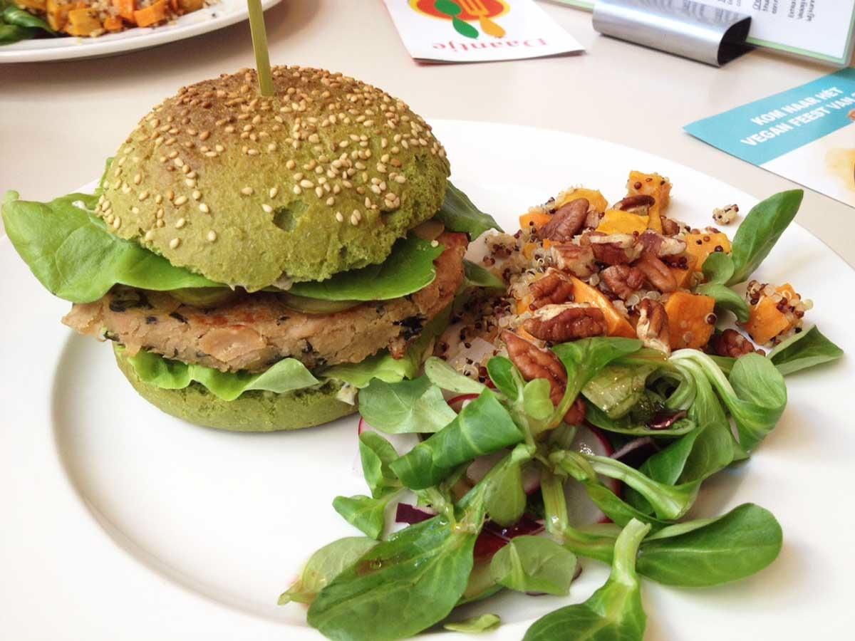 http://fatgayvegan.com/wp-content/uploads/2015/12/Daantje-vegan-Dordrecht-dutch-weed-burger.jpg