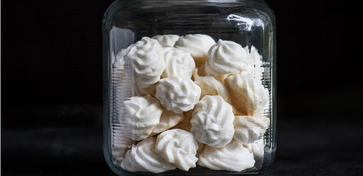 Almond meringue cookie recipe